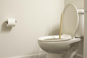 Een slechte geur op het toilet is te meestal te wijten aan blokkage